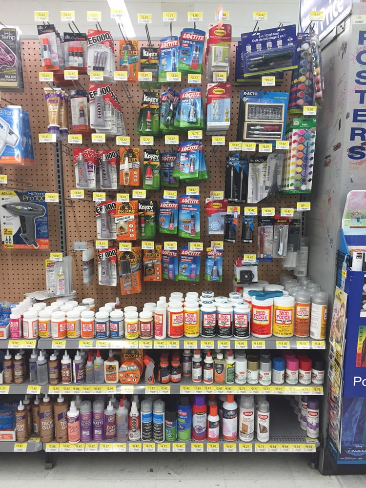 Walmart-Craft-Aisle-with-Command