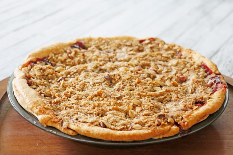 Peach Raspberry Pie - the perfect fruity blend of flavors with a scrumptious oatmeal and nut crumble topping. YUM!