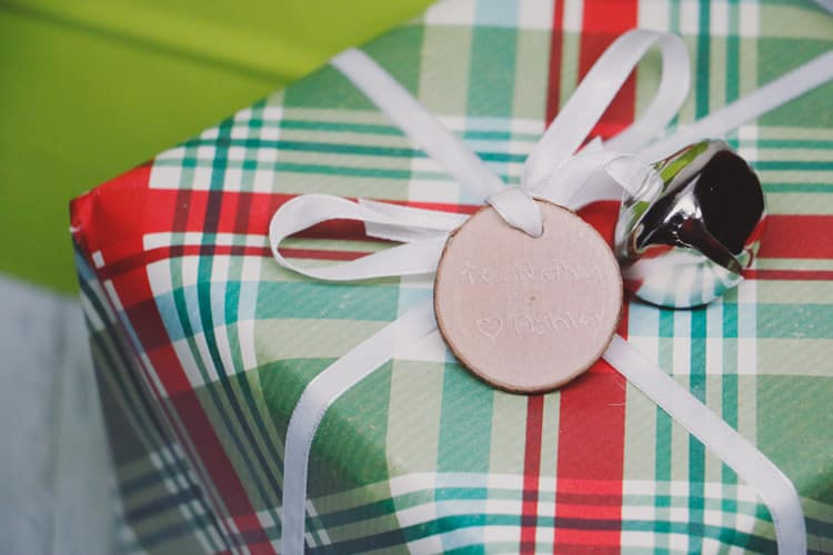 Want to personalize your gift even more this holiday season? These engraved wood gift tags are the perfect option! Your gift recipient is sure to love it!