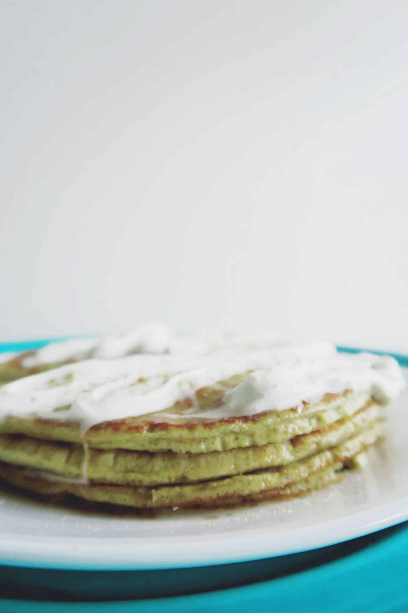 Bland breakfasts are boring. And weekday mornings go by waaaay too fast to really enjoy the meal as a family. So if you're looking for an easy weekend family breakfast, these cream cheese pancakes are a must!