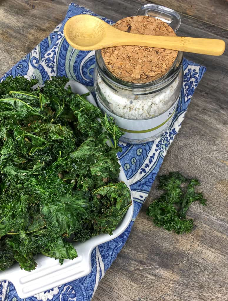 Looking for a healthy snack? Make this crispy kale chip recipe! It's a low-carb snack that's keto-friendly, too.