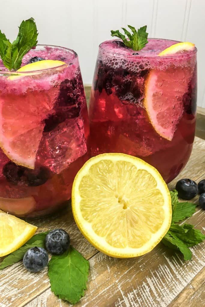 simple blueberry lemonade drink recipe with club soda